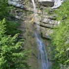 Una meravigliosa cascata nel bosco...
