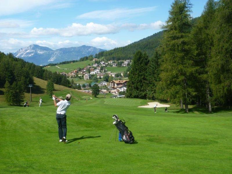 Estate in montagna in Trentino: il campo da golf a Folgaria